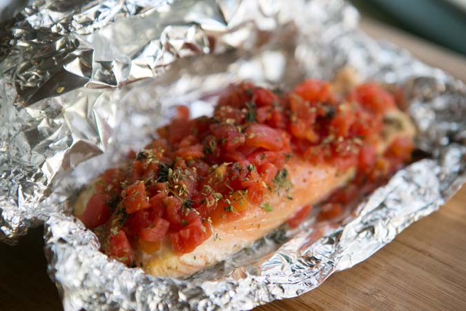 foil packet salmon with tomatoes