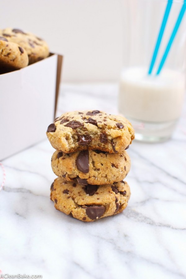 Thick-and-Soft-Grain-Free-Chocolate-Chip-Cookies-paleo-primal-glutenfree-685x1024